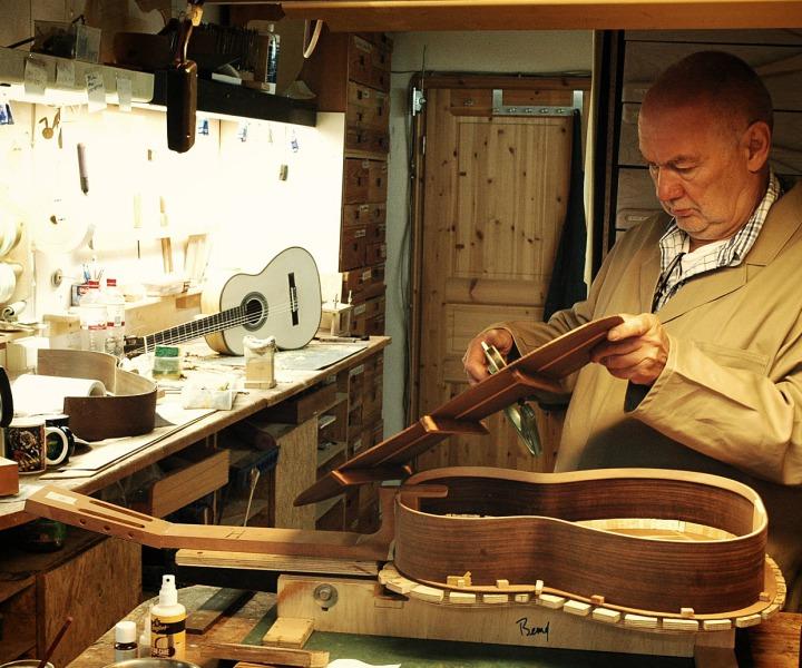 Gitarrenbauer handgebaute Gitarren Hamburg
